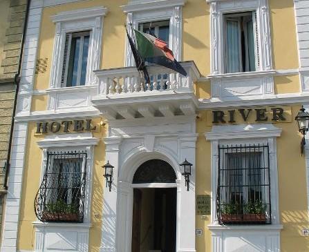 hotel-river